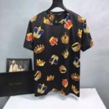 1619611 thum 1 - 夏コーデの主役級 ドルガバコピーDolce&Gabbanaスーパーコピー半袖tシャツ 鮮やかな見た目 カジュアルなカットソーtシャツ 男性の魅力を演出する